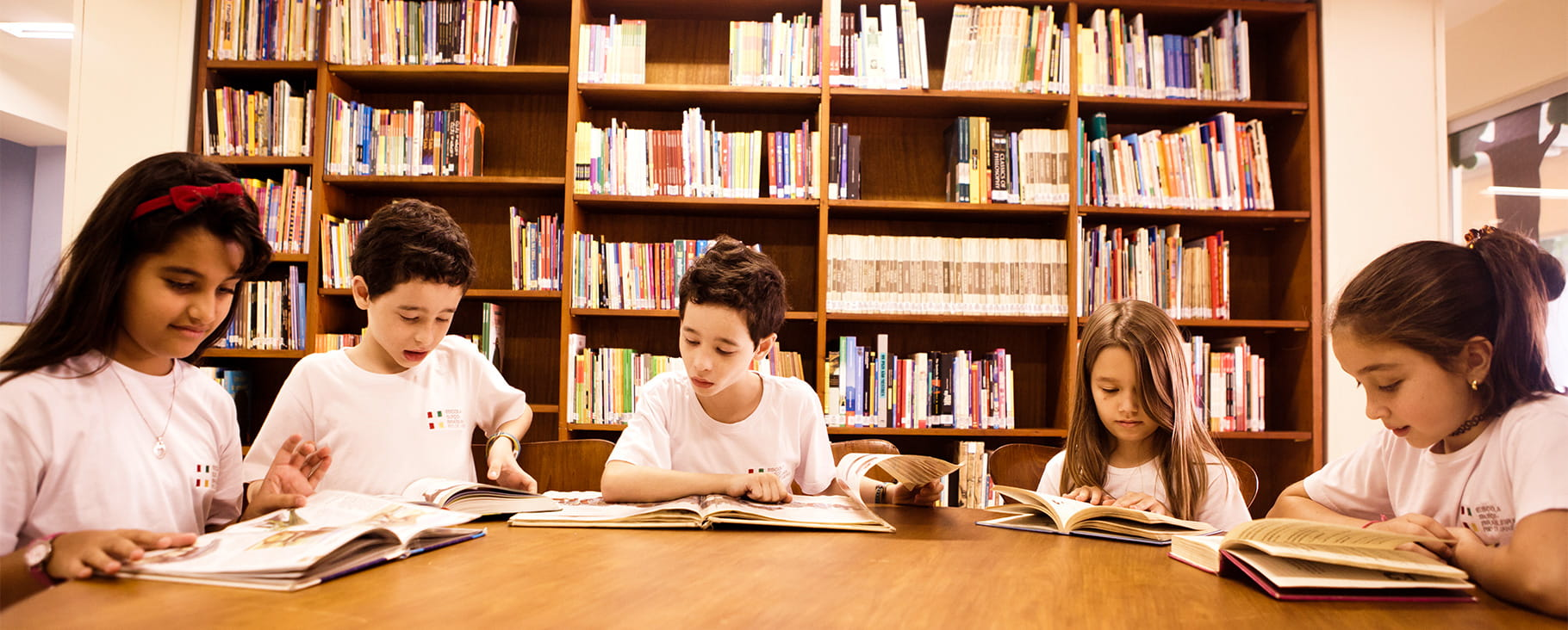 students reading in library at ESB Rio de Janeiro